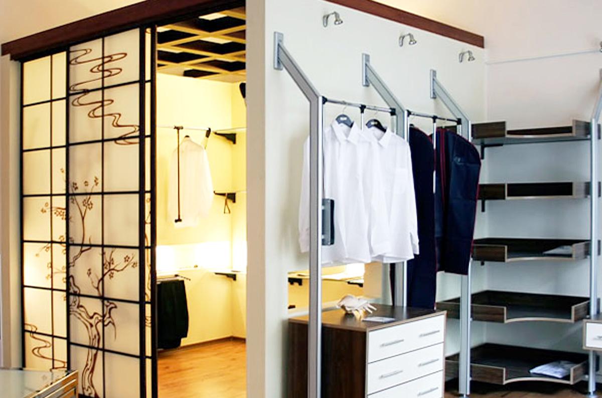 Двери стеклянные для гардеробной: широкий ассортимент издели.